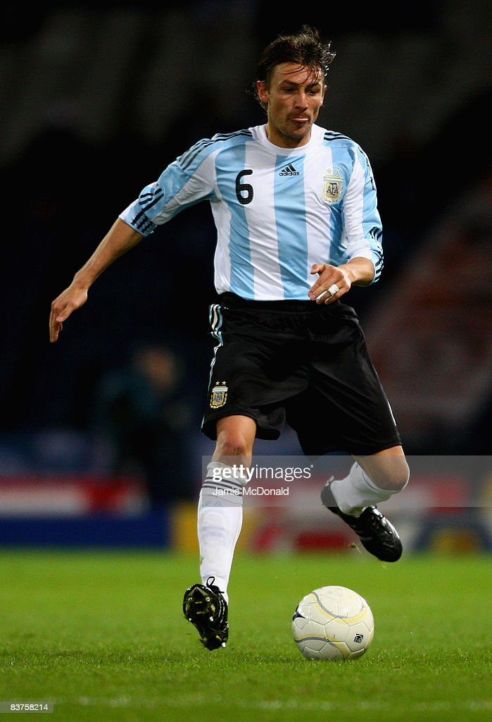 Gabriel Heinze of Argentina runs with the ball during the International Friendly match between Scotland and Argentina at Hampden Park on November 19, 2008 in Glasgow, Scotland.