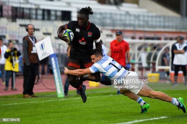 Gabriel Ibitoye of England and Mateo Carreras of Argentina during the World Championship U 20 match between England and Argentina on May 30 2018 in...