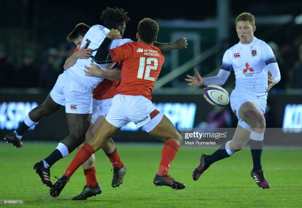 Gabriel Ibitoye of England passes the ball to Fraser Dingwall of England (R), during the RBS Under 20's Six Nations match between England U20 and Wales U20 at Kingston Park on February 9, 2018 in Newcastle upon Tyne, England.