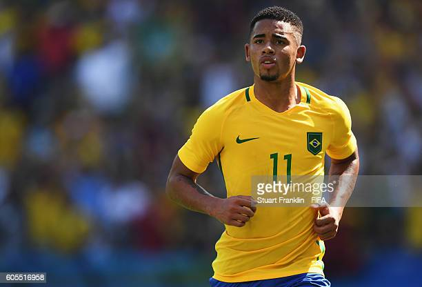 Gabriel Jesus of Brazil in action during the Olympic Men's semi final match between Brazil and Honduras at Maracana Stadium on August 17 2016 in Rio...