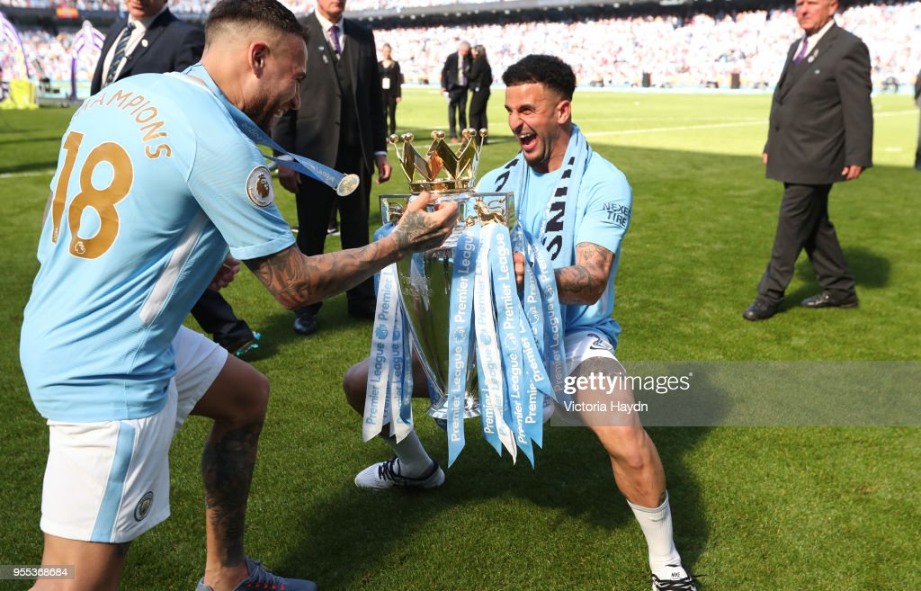 https://media.gettyimages.com/photos/gabriel-jesus-of-manchester-city-and-kyle-walker-of-manchester-city-picture-id955368684