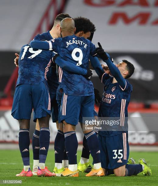 Gabriel Martinelli celebrates scoring Arsenal's 2nd goal with his team mates during the Premier League match between Sheffield United and Arsenal at...