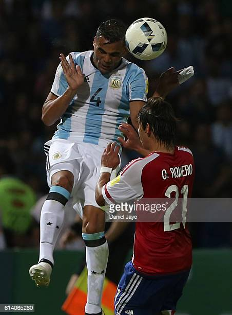 Gabriel Mercado of Argentina and Oscar Romero of Paraguay go for a header during a match between Argentina and Paraguay as part of FIFA 2018 World...