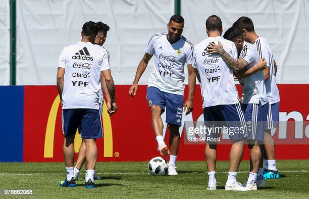 Gabriel Mercado of Argentina and teammates wamr up during a training session at the team base camp on June 17 2018 in Bronnitsy Russia