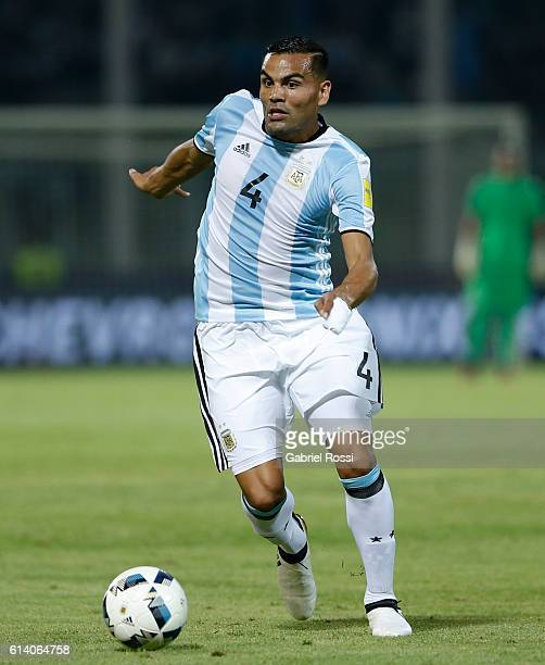 Gabriel Mercado of Argentina drives the ball during a match between Argentina and Paraguay as part of FIFA 2018 World Cup Qualifiers at Mario Alberto...
