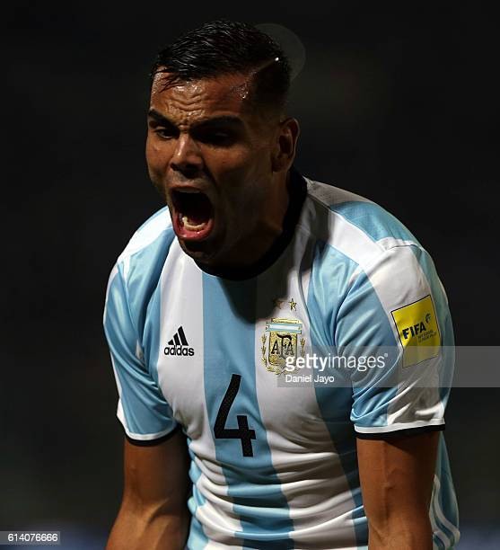 Gabriel Mercado of Argentina shouts to a linesman during a match between Argentina and Paraguay as part of FIFA 2018 World Cup Qualifiers at Mario...