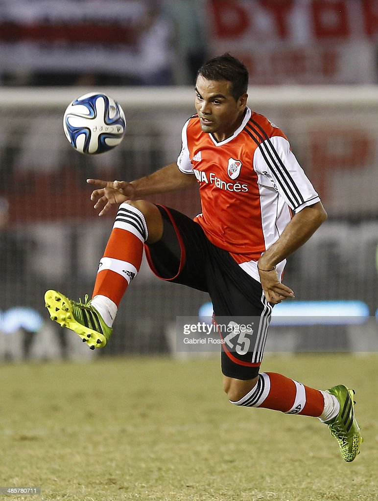 Gabriel Mercado of River Plate controls the ball during a match between River Plate and Velez Sarsfield as part of 15th round of Torneo Final 2014 at Monumental Antonio Vespucio Liberti Stadium on April 12, 2014 in Buenos Aires, Argentina.