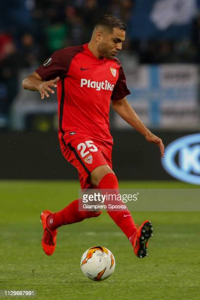 Gabriel Mercado of Sevilla controls the ball during the UEFA Europa League Round of 32 First Leg match between SS Lazio and Sevilla at Stadio...
