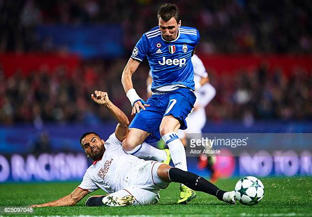 Gabriel Mercado of Sevilla FC competes for the ball with Mario Mandzukic of Juventus during the UEFA Champions League match between Sevilla FC and...