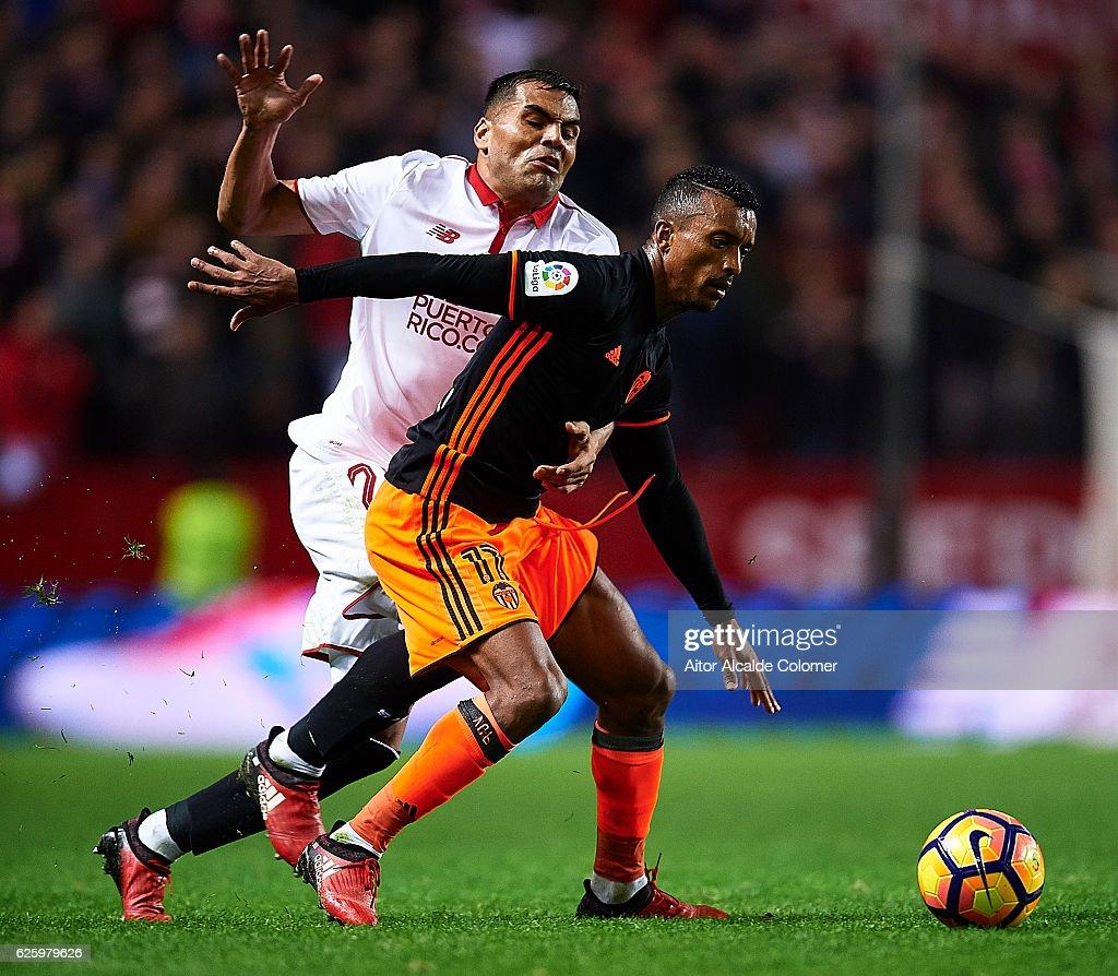 Gabriel Mercado of Sevilla FC (L) competes for the ball with Nani of Valencia CF (R) during the La Liga match between Sevilla FC and Valencia CF at Estadio Ramon Sanchez Pizjuan on November 26, 2016 in Seville, Spain.