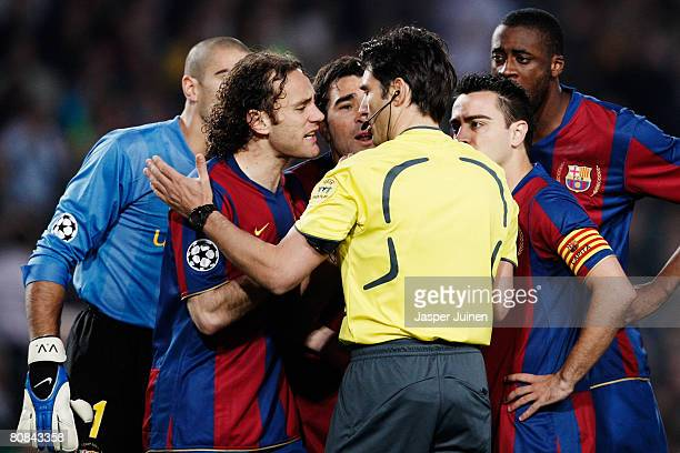 Gabriel Milito, Deco and Xavi Hernandez of Barcelona talk with Massimo Busacca the match referee after he awards a penalty to Manchester United...