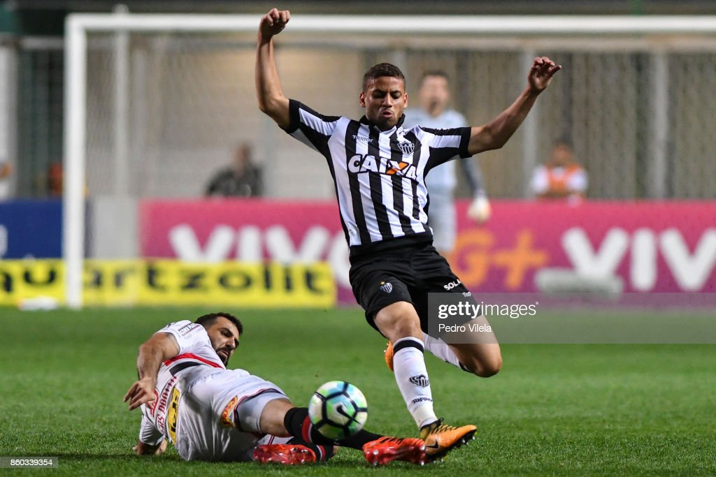 Gabriel #30 of Atletico MG and Lucas Pratto #9 of Sao Paulo battle for the ball during a match between Atletico MG and Sao Paulo as part of Brasileirao Series A 2017 at Independencia stadium on October 11, 2017 in Belo Horizonte, Brazil.