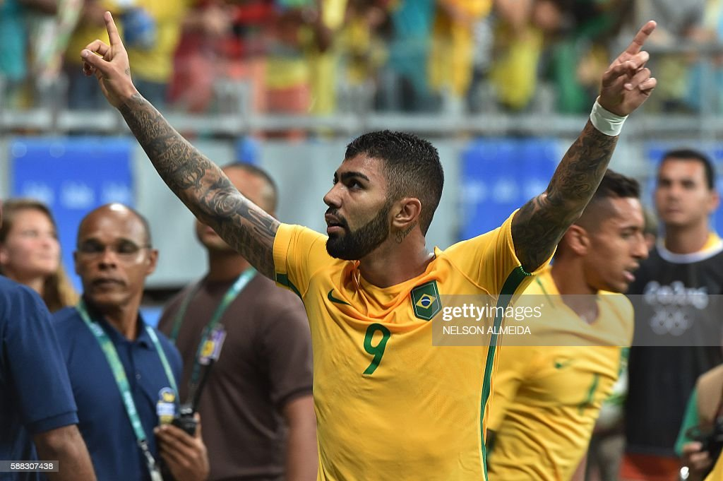 FBL-OLY-2016-RIO-DEN-BRA : News Photo