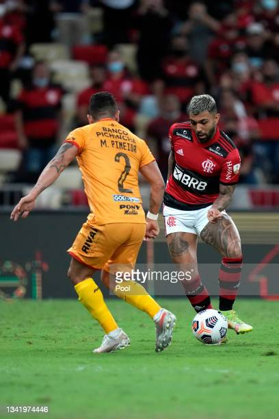 Gabriel of Flamengo fights for the ball with Mario Pineida of Barcelona SC during a semi final first leg match between Flamengo and Barcelona SC as...