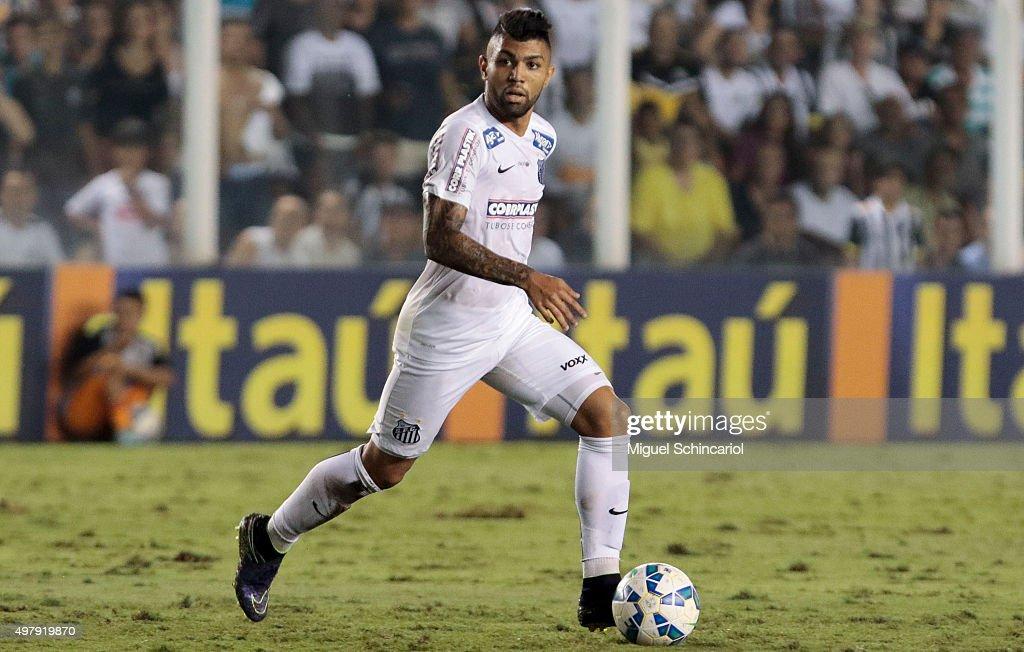 Santos v Flamengo - Brasileirao Series A 2015 : News Photo