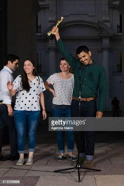 Gabriel Osorio director of the short film Bear Story raises the Oscar Award during a meeting at Palacio de la Moneda on March 01 2016 in Santiago...