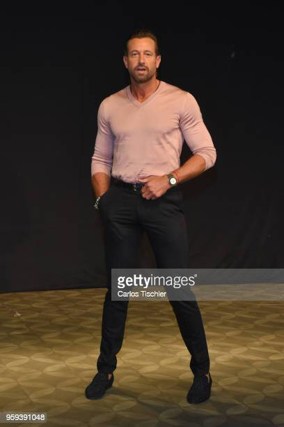 Gabriel Soto poses for photos during a press conference to promote Una Pareja de Tres at 11 de Julio Theatre on May 15 2018 in Mexico City Mexico