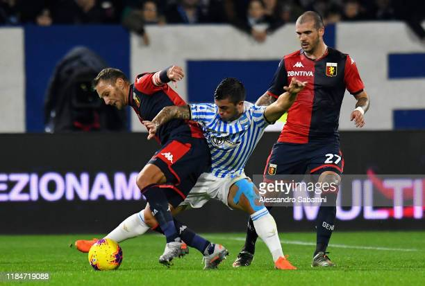 Gabriel Strefezza of SPAL competes for the ball with Domenico Criscito of Genoa CFC during the Serie A match between SPAL and Genoa CFC at Stadio...