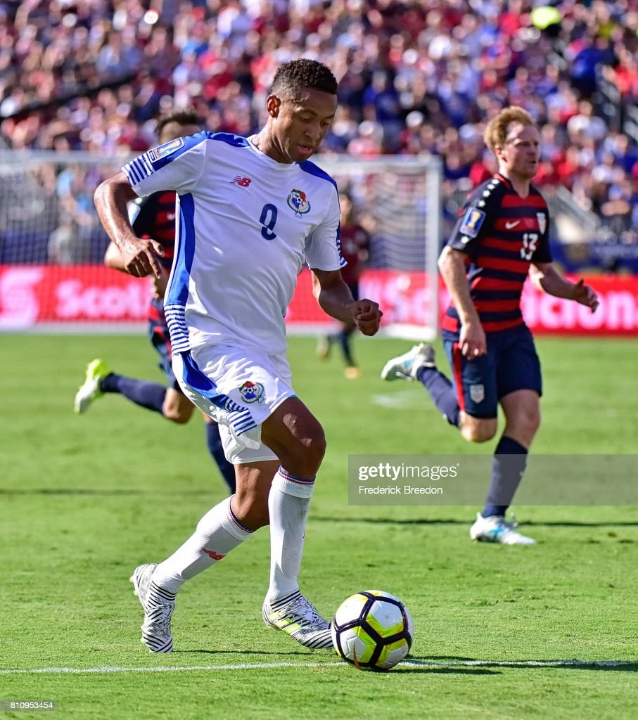 Gabriel Torres #9 of Panama dribbles against Dax McCarty #13 of USA during the second half of a CONCACAF Gold Cup Soccer match at Nissan Stadium on July 8, 2017 in Nashville, Tennessee.