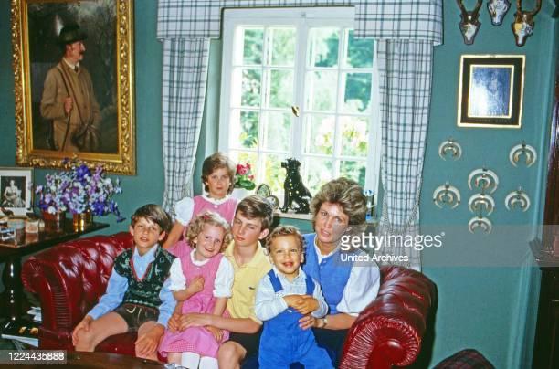 Gabriela Princess of Sayn Wittgenstein Sayn with the children Johann Casimir, Alexandra, Filippa, Heinrich and Ludwig at Sayn, Germany, 1985.