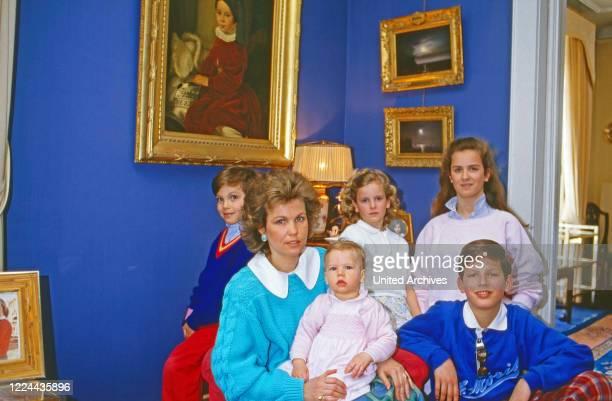 Gabriela Princess of Sayn Wittgenstein Sayn with the children Johann Casimir, Ludwig, Filippa, Alexandra and Heinrich at Sayn, Germany, 1984.