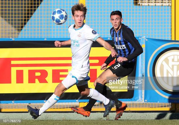 Gabriele Zappa of FC Internazionale competes for the ball with Dennis Silvanus Vos of PSV Eindoven during the UEFA Youth League match between FC...