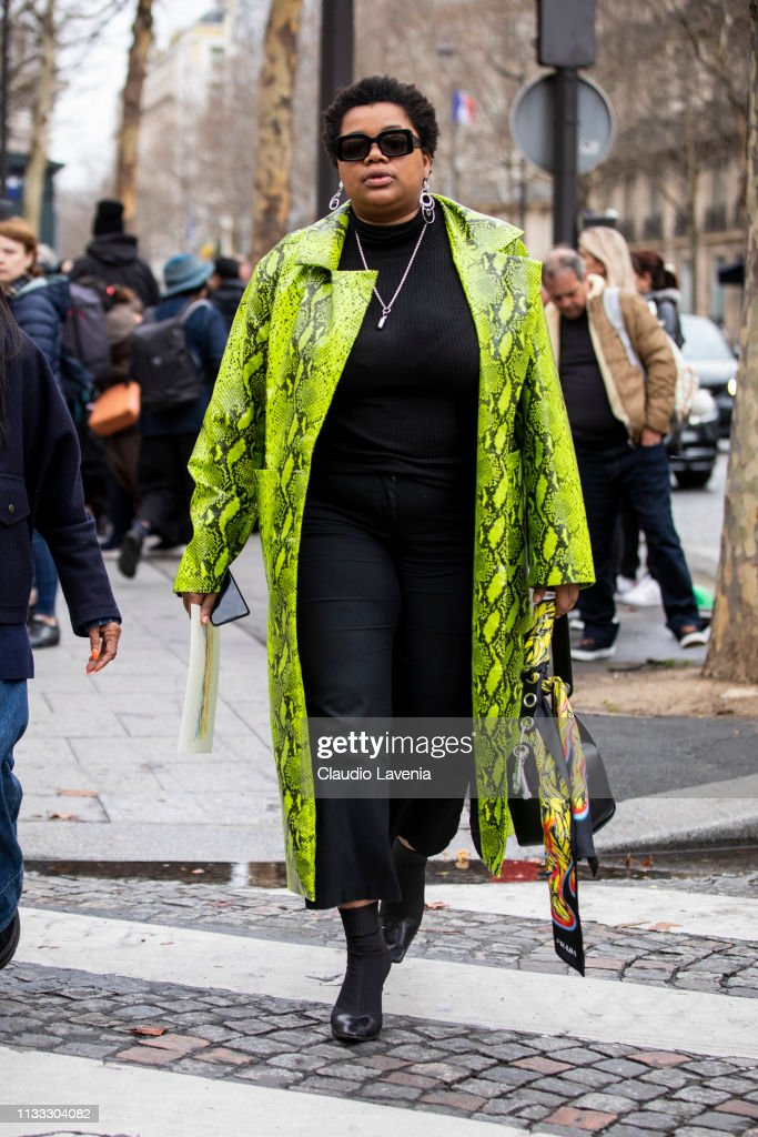 Street Style - Paris Fashion Week Womenswear Fall/Winter 2019/2020 : Day Six : News Photo