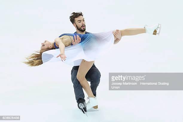 Gabriella Papadakis and Guillaume Cizeron of France compete during Senior Ice Dance Free Dance on day three of the ISU Junior and Senior Grand Prix...