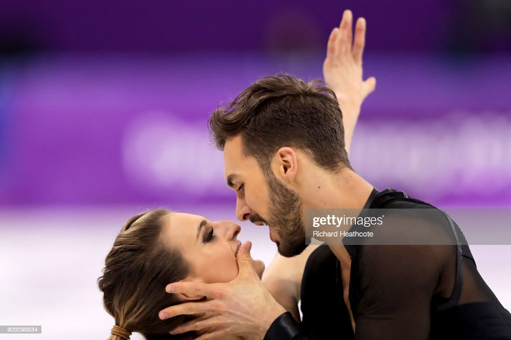https://media.gettyimages.com/photos/gabriella-papadakis-and-guillaume-cizeron-of-france-compete-during-picture-id920295534