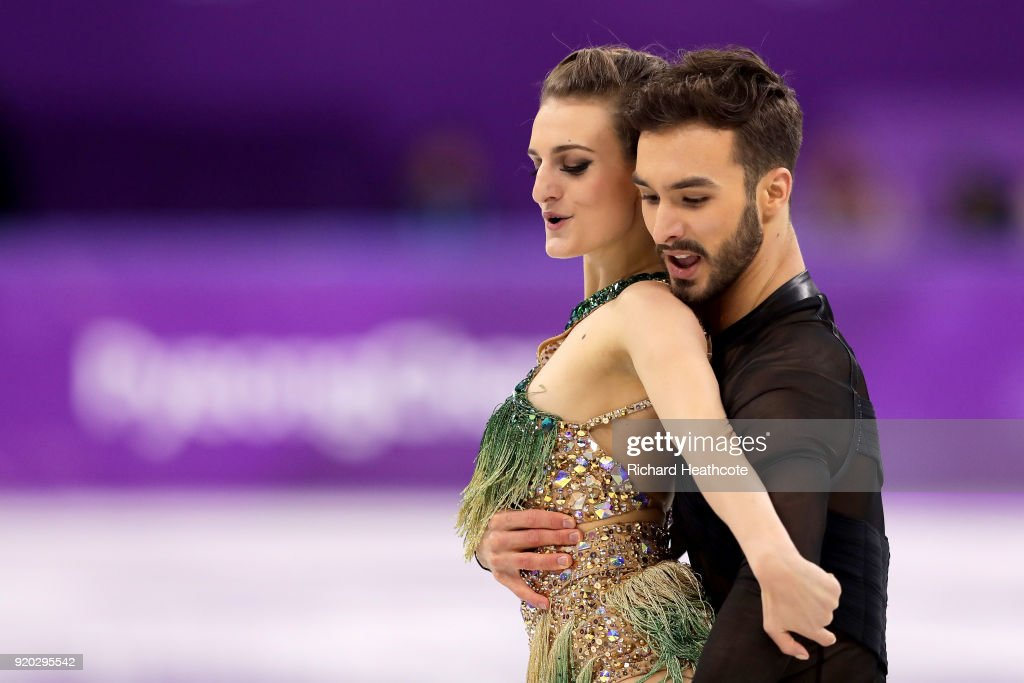 https://media.gettyimages.com/photos/gabriella-papadakis-and-guillaume-cizeron-of-france-compete-during-picture-id920295542