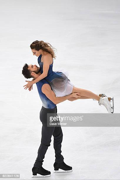 Gabriella Papadakis and Guillaume Cizeron of France compete in the Pairs Free Dance programme on day two of the ISU Grand Prix de France of Figure...