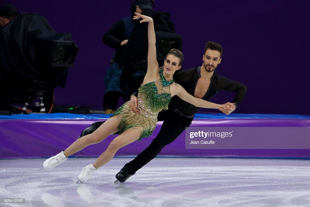https://media.gettyimages.com/photos/gabriella-papadakis-and-guillaume-cizeron-of-france-during-the-figure-picture-id920410192