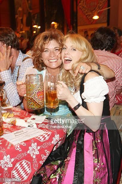 Gabrielle Scharnitzky Und Natalie Alison Beim Bavaria Film Stammtisch Im Hippodrom Beim Oktoberfest In München