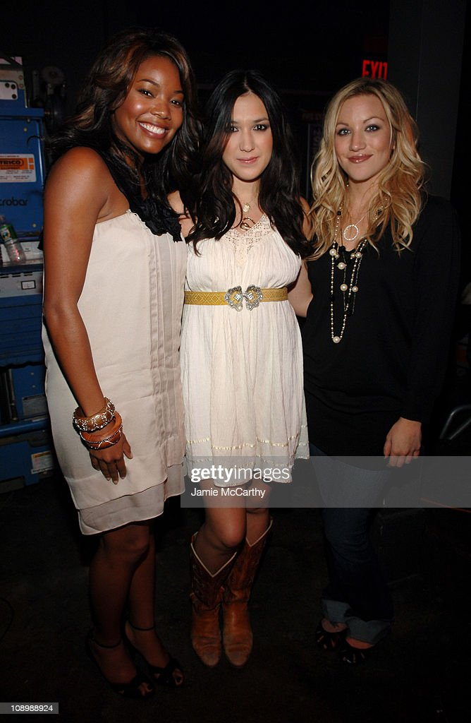 ¿Cuánto mide Michelle Branch? - Altura - Real height Gabrielle-union-michelle-branch-of-the-wreckers-and-jessica-harp-of-picture-id108988924