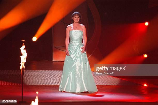 Gaby Albrecht ZDFMusikshow 'Liebesgrüße mit Marianne und Michael' München Bayern Deutschland Europa 'Bavaria Studios' Bühne Auftritt singen Flammen...