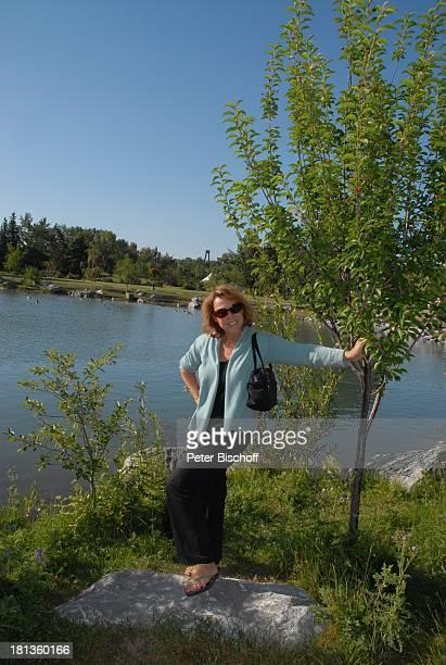 "Gaby Dohm, am Rande der Dreharbeiten zur ZDF-Reihe ""Im Tal der wilden Rosen"", Folge 10: ""Ritt ins Glück"", ""PrinceÏs Island Park"", Calgary, Kanada,..."