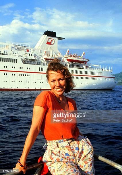 """Gaby Dohm, am Rande der Dreharbeiten zur ZDF-Reihe """"Traumschiff"""", Folge 14: """"Bali"""", Indonesien, Asien, Kreuzfahrt, Kreuzfahrtschiff, Schiff, MS..."""