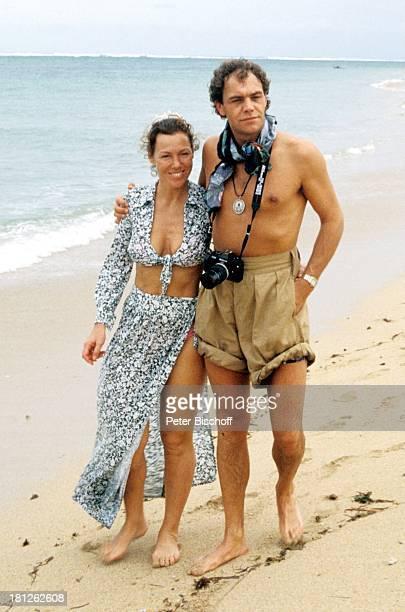 Gaby Dohm Christian Kohlund neben den Dreharbeiten zur ZDFReihe 'Traumschiff' Folge 14 'Bali' Episode 2 'Die kleine Kupplerin' MS 'Berlin Deutschland...
