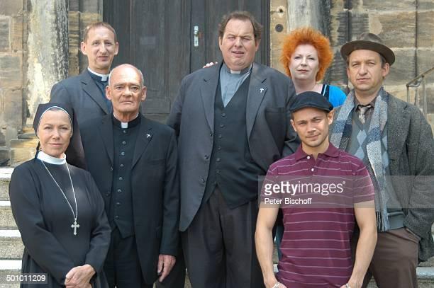 """Gaby Dohm, Hans Michael Rehberg, Gilbert von Sohlern, Ottfried Fischer, Hansi Jochmann, Peter Heinrich Brix, , , ARD-Serie """"Pfarrer Braun"""", Folge..."""
