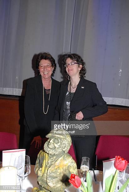 """Gaby Marshall, Tochter Stella, Plastik To n y Ma r s h a l l als """"Tevje"""" aus """"Anatevka"""", †berraschungs-Geburtstags-Party zum 70. Geburtstag von T o n..."""