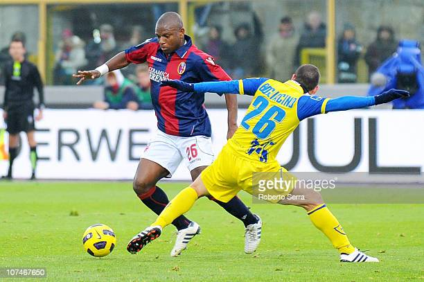 Gaby Mudingayi of Bologna competes with Mariano Bogliacino of Chievo during the Serie A match between Bologna and Chievo at Stadio Renato Dall'Ara on...