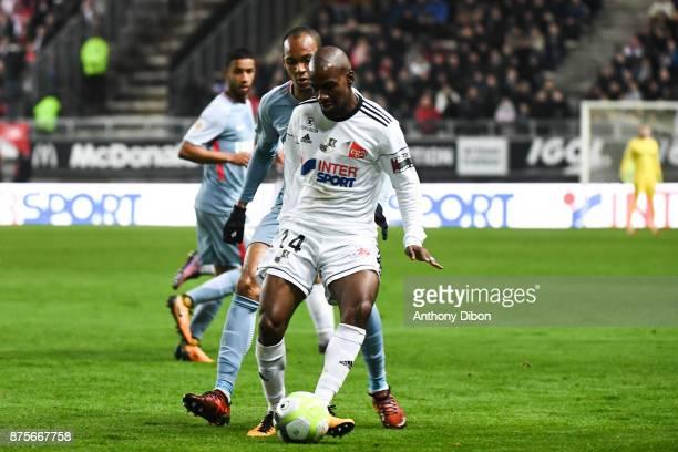 Gael Kakuta of Amiens and Fabinho of Monaco during the Ligue 1 match between Amiens SC and AS Monaco at Stade de la Licorne on November 17 2017 in...