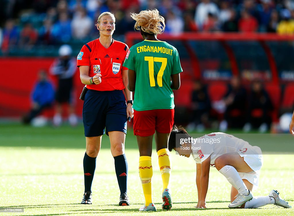 China v Cameroon: Round 16 - FIFA Women's World Cup 2015 : News Photo