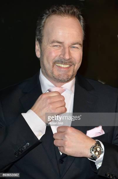 Till Demtr¿der ist ein deutscher Schauspieler Hörbuch Synchron und Werbesprecher Moderator und Autor Zudem gründete er als BenefizVeranstalter die...