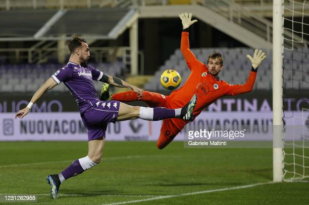 Gaetano Castrovilli of ACF Fiorentina in action during the Serie A match between ACF Fiorentina and Spezia Calcio at Stadio Artemio Franchi on...