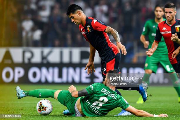 Gaetano Castrovilli of Fiorentina and Cristian Romero of Genoa during the Serie A match between Genoa CFC and ACF Fiorentina at Stadio Luigi Ferraris...