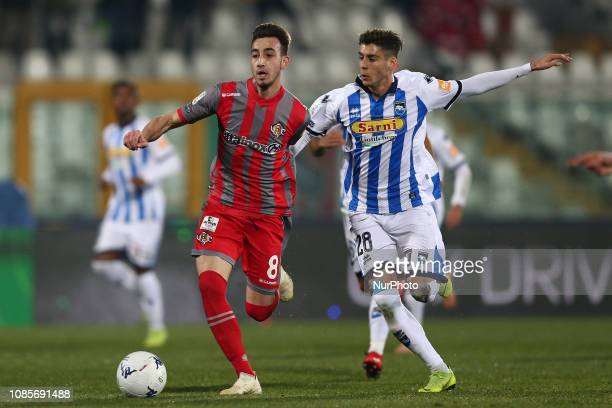 Gaetano Castrovilli US Cremonese and Filippo Melegoni of Pescara Calcio 1936 fight for the ball during the Italian Serie B 2018/2019 match between...
