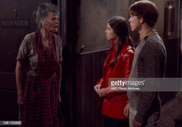 Gail Bonney Darleen Carr Ron Howard appearing in the Walt Disney Television via Getty Images series 'The Smith Family'