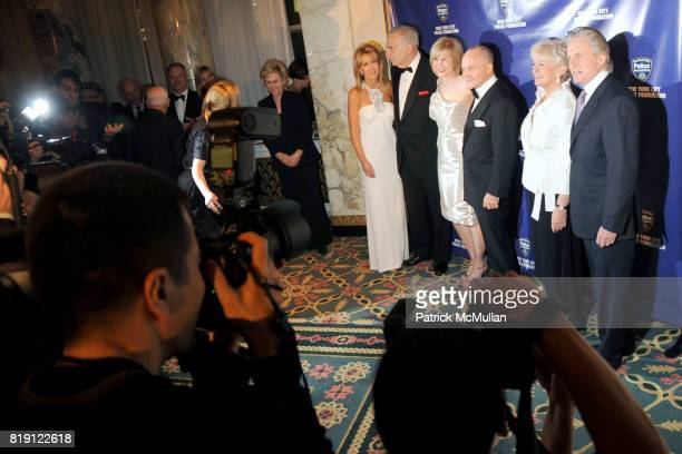 Gail Icahn Carl Icahn Valerie Salembier Commissioner Raymond Kelly Veronica Kelly and Michael Douglas attend NEW YORK CITY POLICE FOUNDATION 32nd...