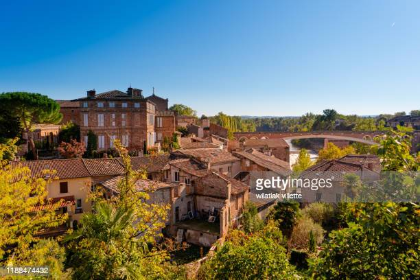 gaillac in southern france and the river tarn. midi-pyrénées region - トゥールーズ ストックフォトと画像